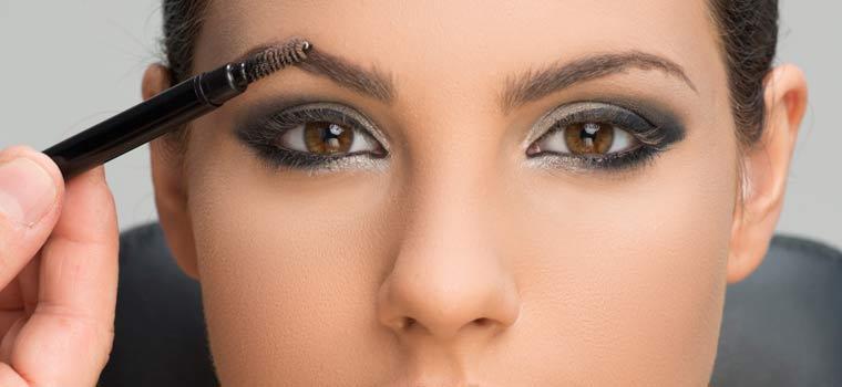 maquillar cejas